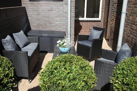 Newly renovated cottage near beach - Noordwijk - Mökki