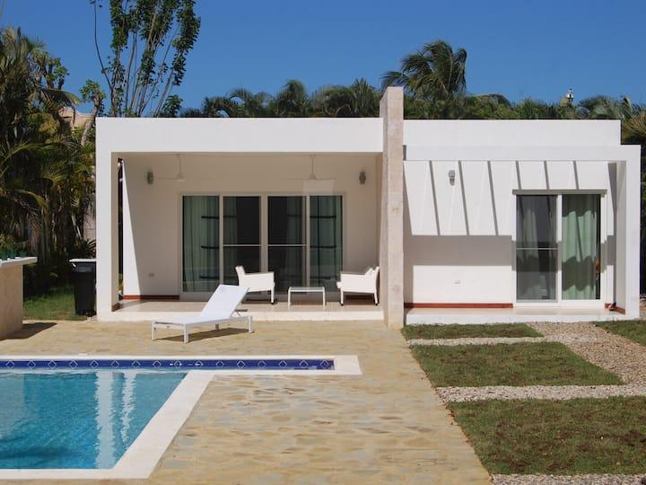 New villa 10min walk from the ocean