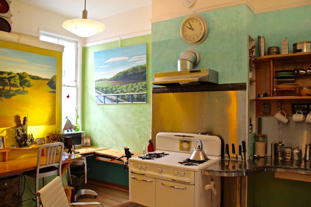 The kitchen veneciano is bright and airy.
