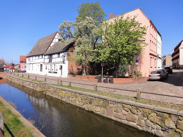Ferienwohnung am Alten Hafen eins - Wismar - House