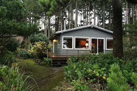 Beautiful Cottage with Ocean Views - Seal Rock