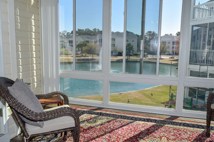 Great location 2 bedroom 2 bath on intracoastal waterway, Lake view. 2nd Floor No Elevator Sleeps 4 Outdoor pool No smoking, pets or motorcycles