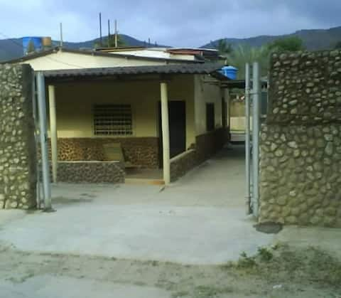 Casa vacacional tipo anexo ocumare de la costa.