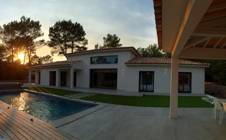 White Dream Villa - Le Luc
