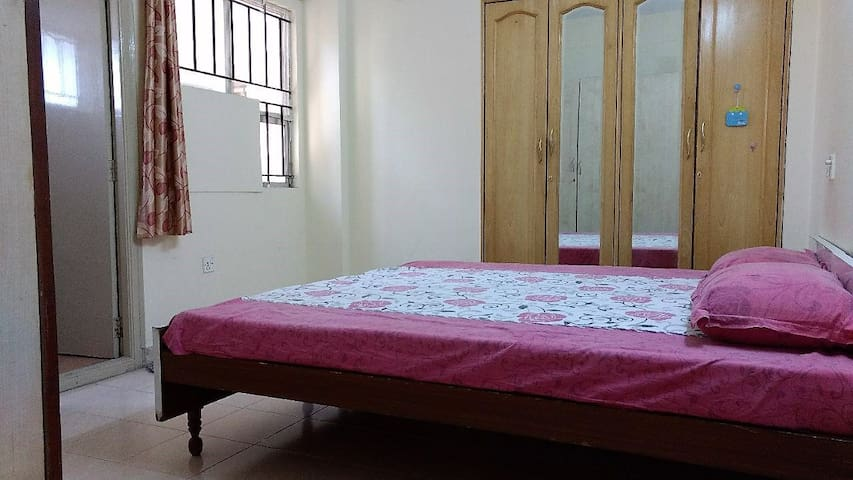 Home with 1 private room and bathroom - Bangalore - Appartamento