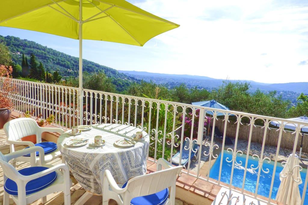 Blick von der Terrasse der Villa