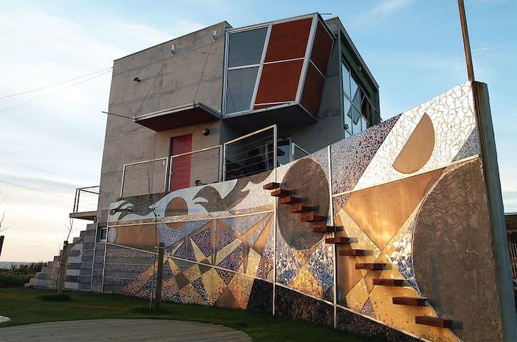 Hermosa Casa de diseño frente al mar - Maule - Coronel