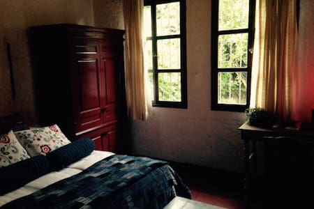 Comfortable Appointed Private Room - Antigua Guatemala