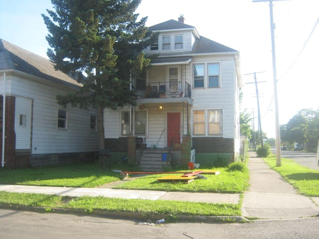 Large bedroom in arts / music house - Hamtramck - Talo