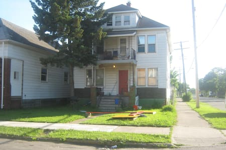 Large bedroom in arts / music house - Hamtramck