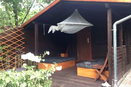 20 besten bergh tten mieten und holzhaus in berlin airbnb berlin waldh tte mieten h tte. Black Bedroom Furniture Sets. Home Design Ideas