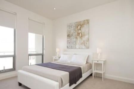 Spectacular home 20min walk 2 Beach - Fulham Gardens