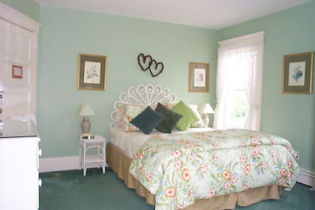 Bentley Inn B&B  Room 1 - Bay Head - Bed & Breakfast