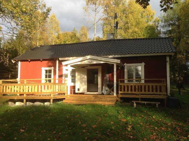 Mysigt torp med modern standard! - Ställberg - Blockhütte