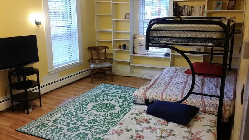 Fully furnished! Downtown! - Concord - Talo