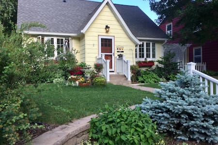 Garden Cottage 1-5 Walk to U, Luther  Sem, & Fair
