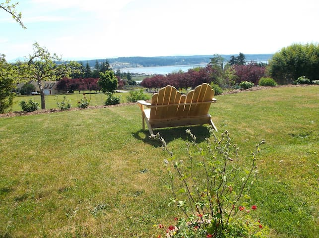 Dog Friendly, Mountain & Ocean View - Freeland - Apartment