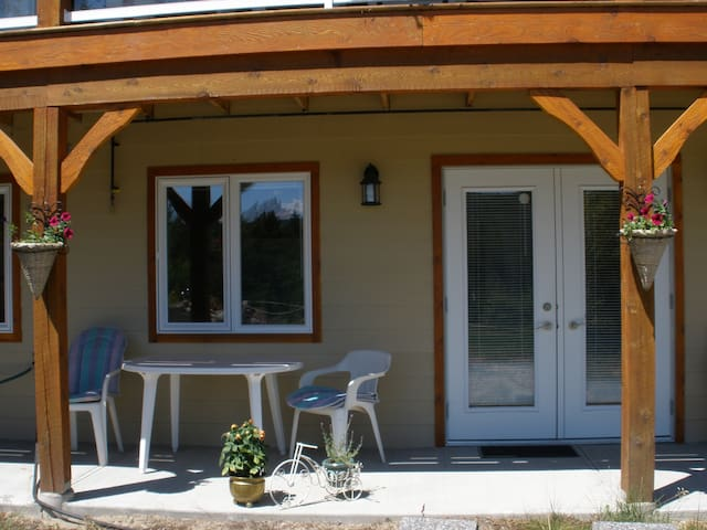 Gardom Lake Country B & B - Enderby - Bed & Breakfast