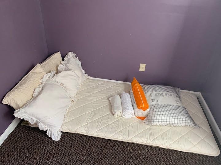 Single bed share room , cheapest floor pad