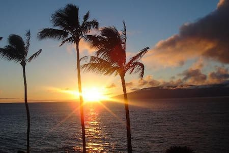 180* OCEANFRONT VIEW! REMODEL+LOCATION+POOL+CLEAN - Lahaina - Wohnung