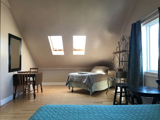 Federal Hill, Masters w/ Private Bathroom, (Rm 1)