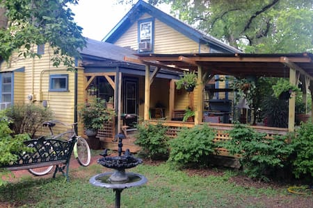 1 Bl downtown, Historic Eclectic Art-Filled Haven