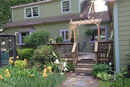 Joy Cottage, Master Suite, Woodstock, NY - Woodstock