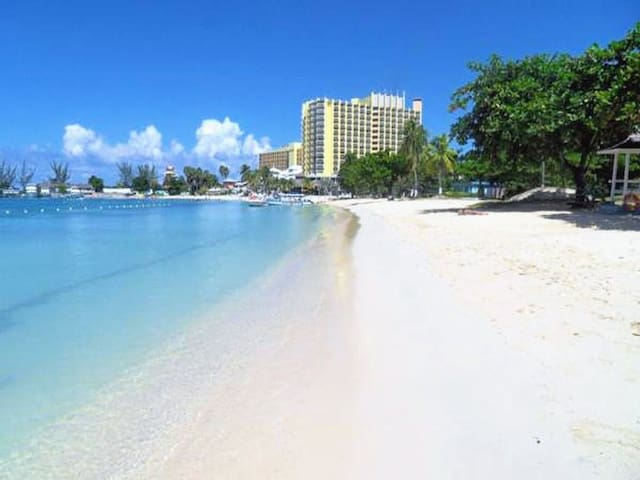 Enjoy a fun day of Sun and White Sand at Bay Beach, free access!