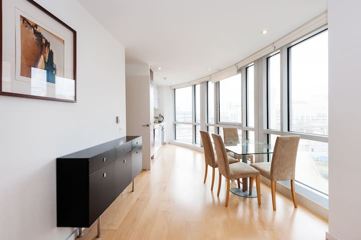 Fully private and exclusive Canary Wharf flat