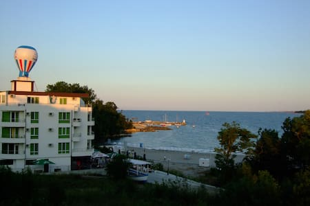апартаменты у моря с двумя балконами