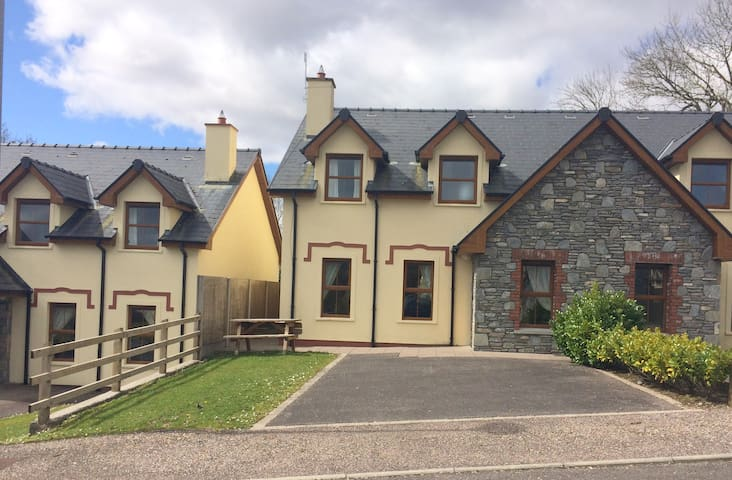 Newly renovated home close to town - Kenmare - Casa