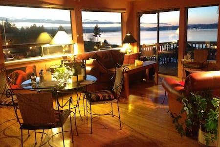 Puget Sound View Home - Steilacoom - Casa