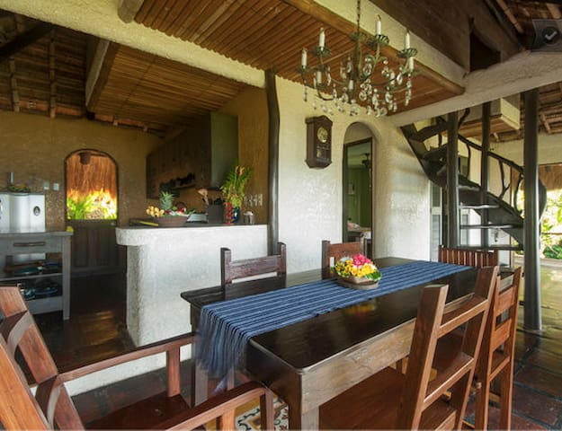 Casita 2 Level 2 Topfloor Dining, Living Area and Kitchen with panoramic view.