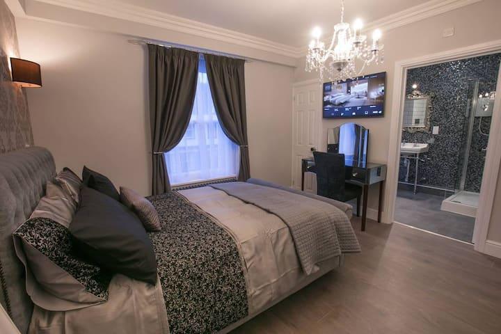 Blickling Hall (room name) · Modern Apartment in Wymondham, Norfolk