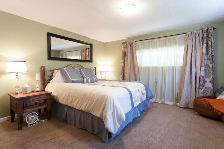 Master Bedroom w/ private bathroom! - Mountain View - Casa