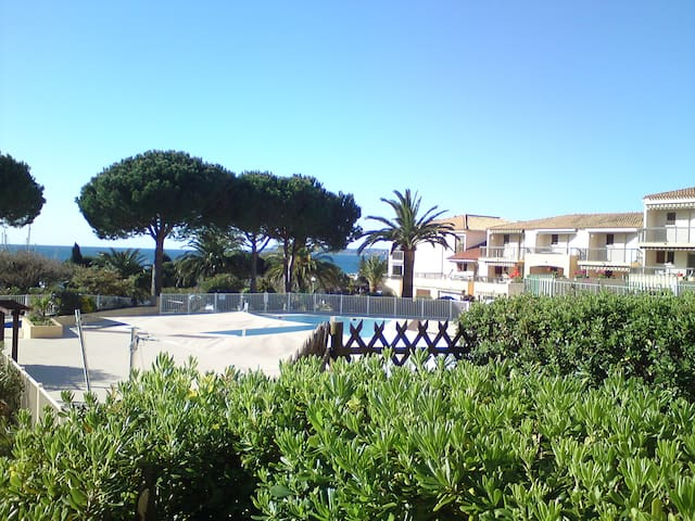 Near the beach  . 50 M far - Roquebrune-sur-Argens - Condominio