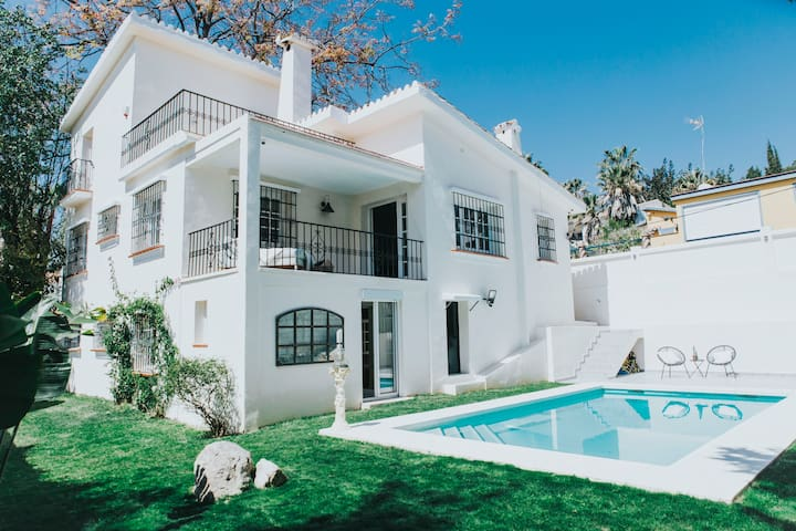 Beautiful 4 Bed Villa Nueva Andalucia Puerto Banus - Marbella - Vacation home