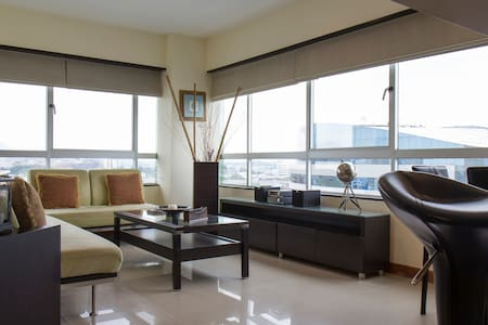 FULL AMOBLADA  FRENTE MALL DEL SOL - Guayaquil - Lägenhet