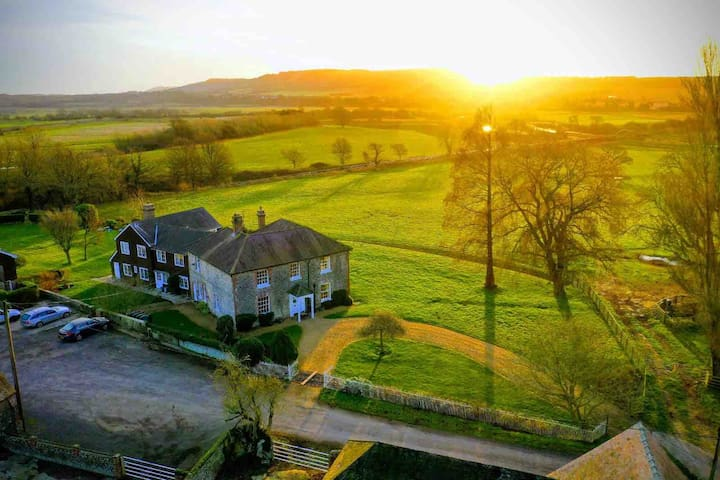 Sleeps 26 - Timberley Farm