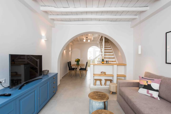 cosy living room / sitting room & bar