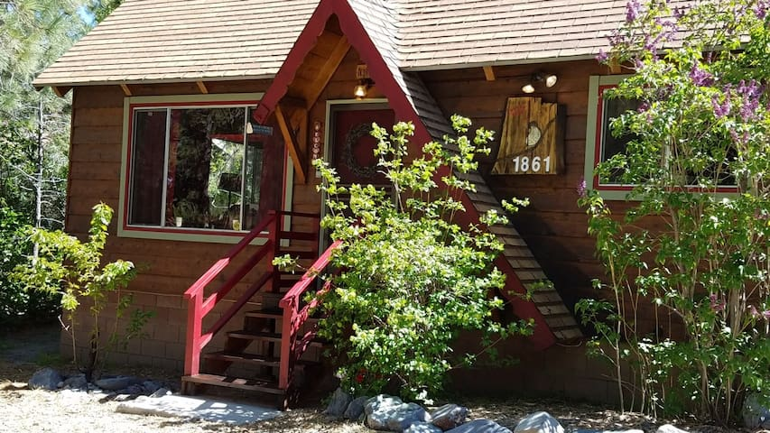 The Thrush Nest Cabin - Wrightwood - Stuga