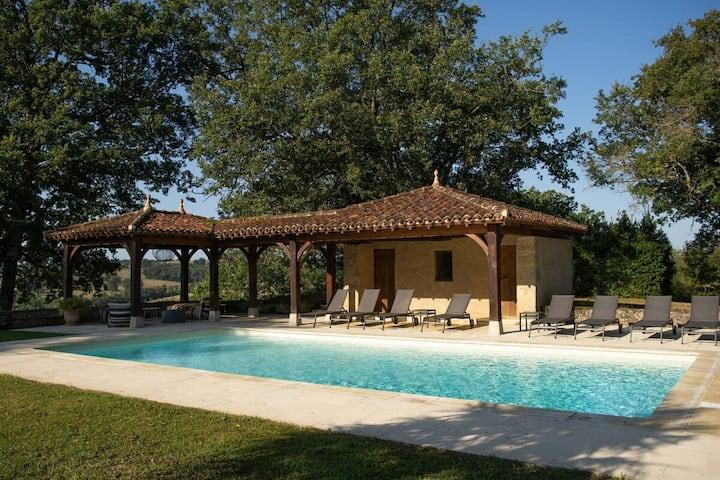 Majestätische Villa in Peyrusse-Grande mit Sauna