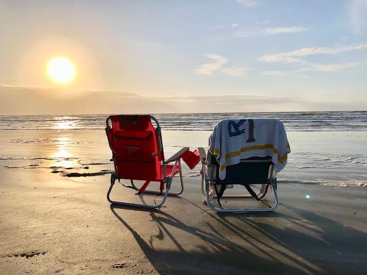 Surfside Retreat, Ocean Views, Top Condo for 8
