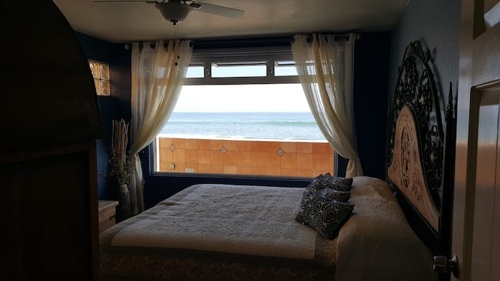 Oceanfront Upscale K38 Beach Cottage