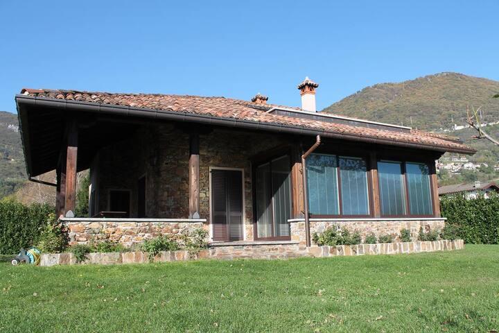 Trilocale in villa a Domaso per 6 persone ID 260 - Domaso - Villa