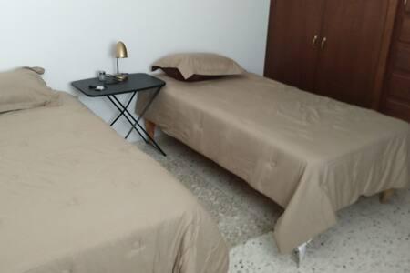 Agradable habitación doble todos los servicios.