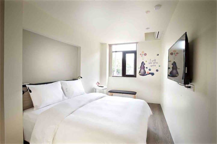 Taipei Zhongshan 004|Double Bed|2 Mins to MRT