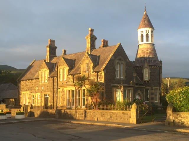 The Towers, a victorian harbourmaster's villa. - Llanfairfechan - Maják