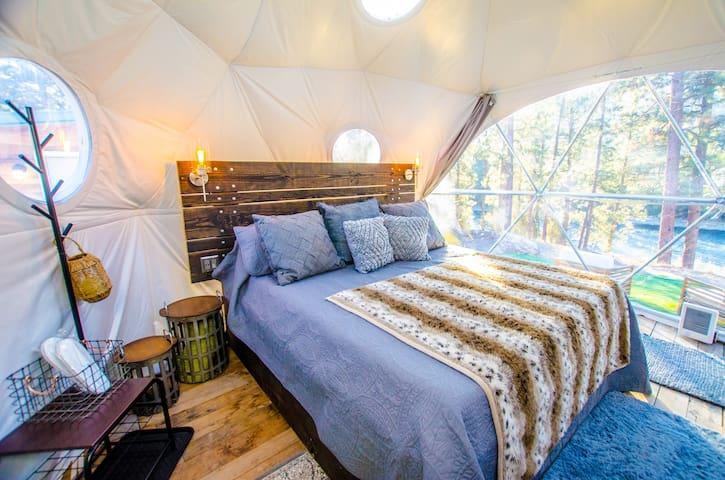 Comfortable queen bed w/ built-in lights