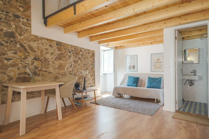 Belém Studio for 3 with Wood & Stone Touches